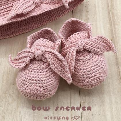 Crochet Newborn Sneakers Pattern Fe..